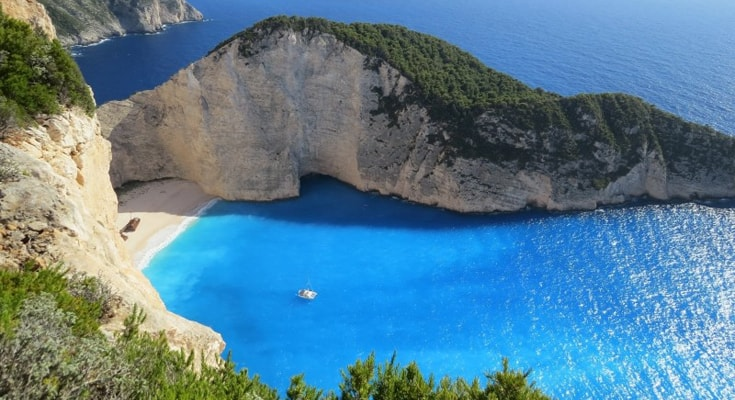 英語でとても綺麗な海の「透き通った水」を言うには crystal clear water